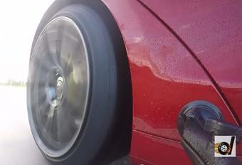 Tesla : 2,7 s pour le 0-100 km/h, même sous la pluie #1