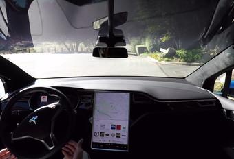 Tesla peaufine son pilotage automatique #1