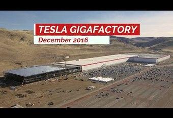 La Gigafactory de Tesla filmée avec un drone #1