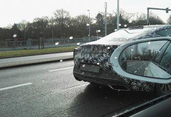 Gecamoufleerde Lexus LC in Zemst #1