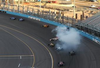 Massacrash in Indycar Phoenix – met video #1