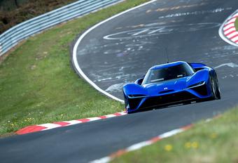 Is een elektrische supercar wel sneller dan een klassieke sportwagen? #1