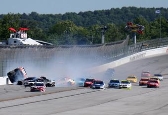 NASCAR ontsnapt alweer aan grote drama's in monstercrashes – met video #1