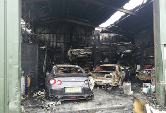 Brand vernielt loods vol Nissan GT-R's #1