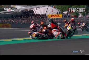 Crash groupé en Moto 3 #1