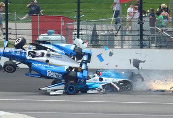 Sato wint Indy 500, Alonso strandt met motorpech, Dixon crasht zwaar – met video #1