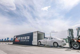 Trein met 225 Volvo's S90 komt aan #1