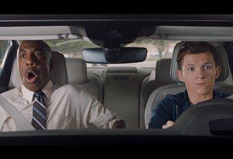 Spiderman leert rijden in de Audi A8 #1
