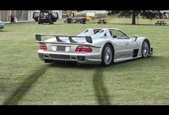 En Mercedes CLK-GTR Roadster dans l'herbe ! #1