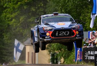 Thierry Neuville et Nicolas Gilsoul en tête du WRC #1