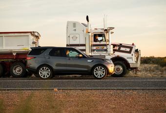 Indrukwekkend: Land Rover Discovery trekt 110 ton zware vrachtwagen  #1