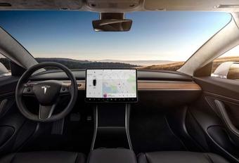 Tesla Model 3 wordt volledig stembediend #1