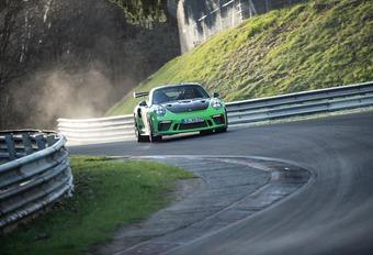 Porsche 911 GT3 RS : 6 min 54 s sur le Nürburgring #1
