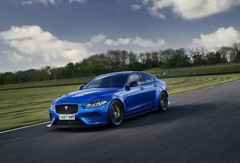 VIDEO – Jaguar XE SV Project 8: eindfase #1
