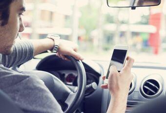 Gsm-gebruik aan verkeerslicht stremt verkeer #1