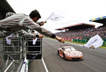 Porsche 911 van Laurens Vanthoor wint GTE in Le Mans #1