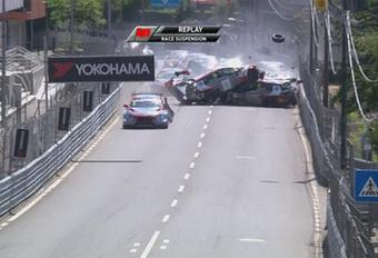 Enorme puinhoop na kettingbotsing in WTCR Portugal – VIDEO #1