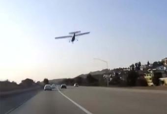 INSOLITE – il pose son avion sur l'autoroute #1