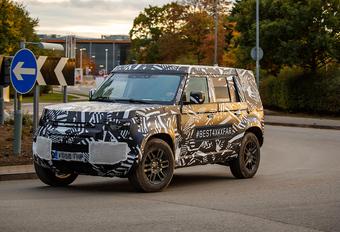 Nieuwe Land Rover Defender gecamoufleerd op de openbare weg! #1
