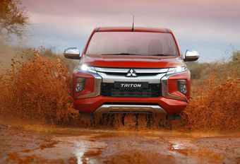 Vernieuwde Mitsubishi L200 krijgt agressieve smoel #1