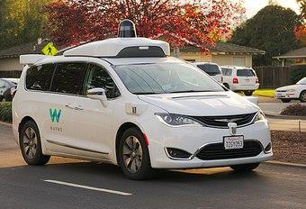 Taxis autonomes officiellement lancés par Waymo #1