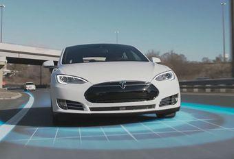 Autopilot de Tesla pourra gérer les feux et les stops #1