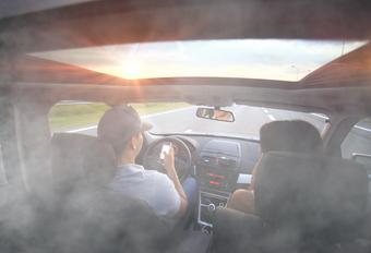 1 op 8 jonge chauffeurs zit stoned achter het stuur #1