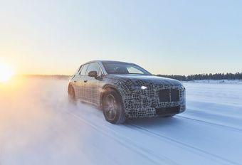 BMW iNext speelt in de sneeuw #1