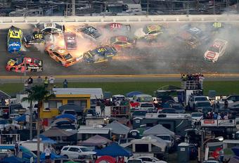Niet voor gevoelige kijkers, de crash van de Daytona 500 #1