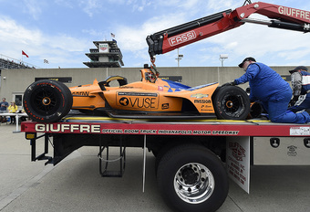 Stevige crash Fernando Alonso in oefenritten Indy 500 - Video #1