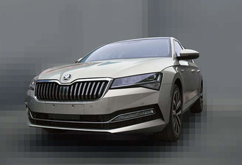 Facelift Skoda Superb gelekt #1