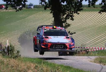 "Thierry Neuville wint ""voor de show"" in Ypres Rally #1"