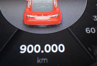 BIZAR - Een Tesla met 900.000 km! #1