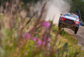 AutoWereld naar rally Finland (5): spannende secondenstrijd in het bos #1