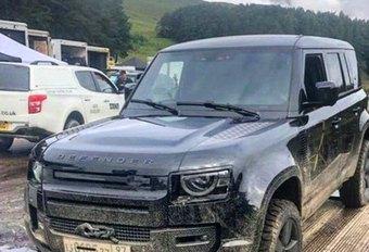 Nieuwe Land Rover Defender naakt gespot op set James Bond! #1