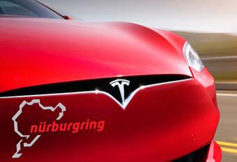 Tesla Model S grijpt naar 3 elektromotoren om Porsche Taycan te kloppen #1