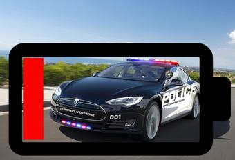 Politie-Tesla moet achtervolging staken wegens platte batterij #1
