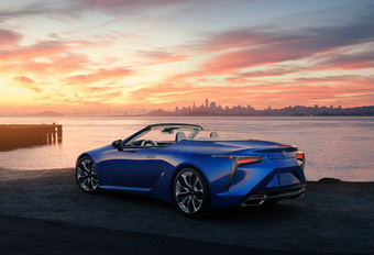 Lexus LC500 Convertible is beestige beauty #1