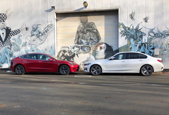 Tesla Model 3 geeft BMW ferm pak slaag #1