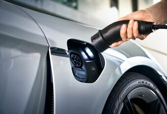 Porsche kijkt naar Tesla en introduceert gratis laadnetwerk #1