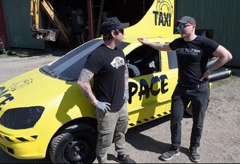 Krijg je een auto in de ruimte met dynamiet? #1
