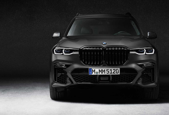 BMW zet X7 in de schaduw #1