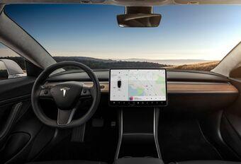 Un retrait de permis pour avoir utilisé l'écran de sa Tesla  #1