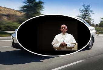 Hoe blij is Franciscus met zijn nieuwe pausmobiel? #1