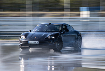 Porsche Taycan breekt Guinness World Record driften #1
