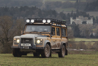 Le Land Rover Classic Defender Works V8 revient en version Trophy #1