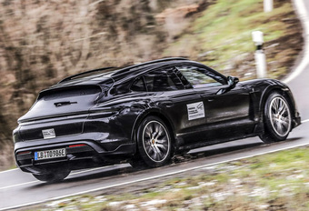 Wat weten we al over de elektrische Porsche Taycan Cross Turismo? #1