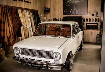 Heb je het luxueuze interieur van deze Lada 2101 gezien? #1