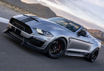 Ford Mustang vervelt tot sexy Shelby Super Snake Speedster #1
