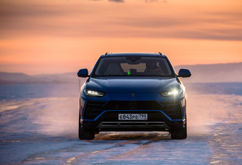 Lamborghini Urus breekt snelheidsrecord op ijs #1